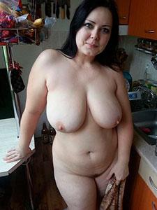Толстые женщины оголились перед камерой