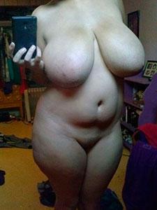 Голые пышки с красивой грудью