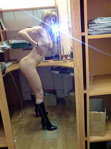 Интимные селфи фото девушки на работе