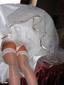 Пикантные фото под платьем у невест
