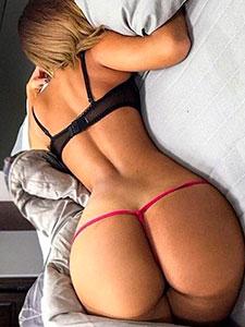 Большие задницы голых девушек в постели