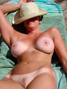 Фото белые сиськи загорелое тело