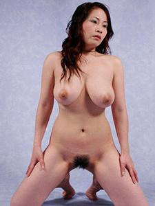 Зрелая японка с большими сиськами