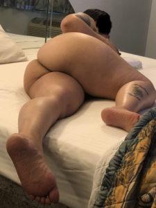 Голые задницы женщин вид сбоку